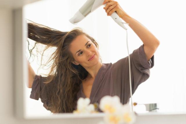 Individuelle Einflüsse von außen wie zum Beispiele Haare föhnen